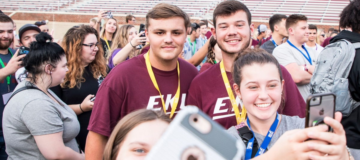 EKU Students gather and take selfies to post on social media at Big E Welcome